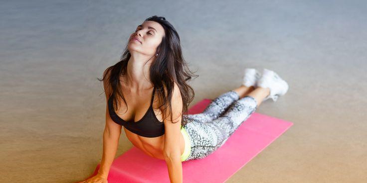 20-минутная тренировка, которая очень быстро сделает вас стройнее, сильнее, пластичнее - https://lifehacker.ru/2016/12/27/20-minute-power-yoga-workout/