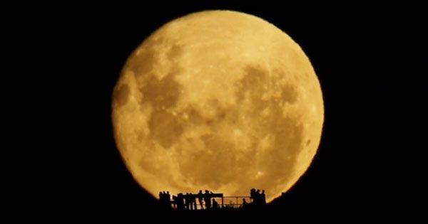 信じられないほど『巨大な月』を撮影した3分の映像に時の流れを忘れる «  grape -「心」に響く動画メディア