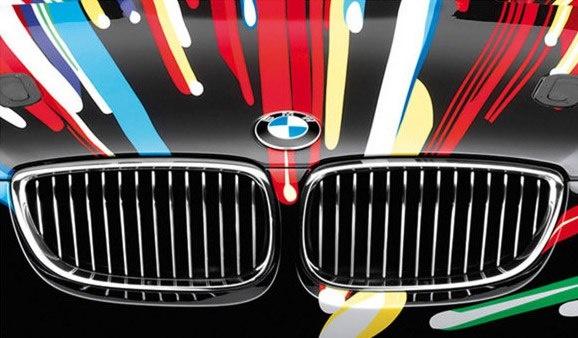 BMW Art Car, yani Sanat Otomobili Projesi, ilk kez Fransız yarış pilotu ve koleksiyoner Hervé Poulain tarafından ortaya atıldı. Poulain, bir sanatçıyı davet ederek otomobil kaportasını bir kanvas olarak kullanmasını istediğinde yıl 1975'ti. BMW'nin Art Car projesi kapsamında bugüne kadar birçok ünlü sanatçı tarafından birbirinden estetik otomobiller yaratıldı.