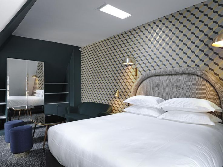 €172.80 Located in Paris, Grand Pigalle Hotel is 550 metres from the Moulin Rouge. This hotel offers free WiFi, air conditioning and luggage service.