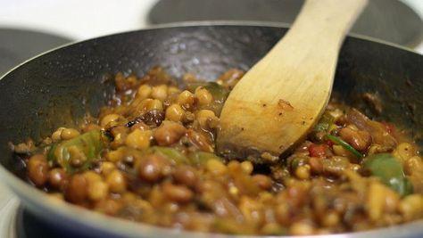 La ricetta semplice per preparare in casa i fagioli alla messicana con pancetta: secondo piccante e sfizioso