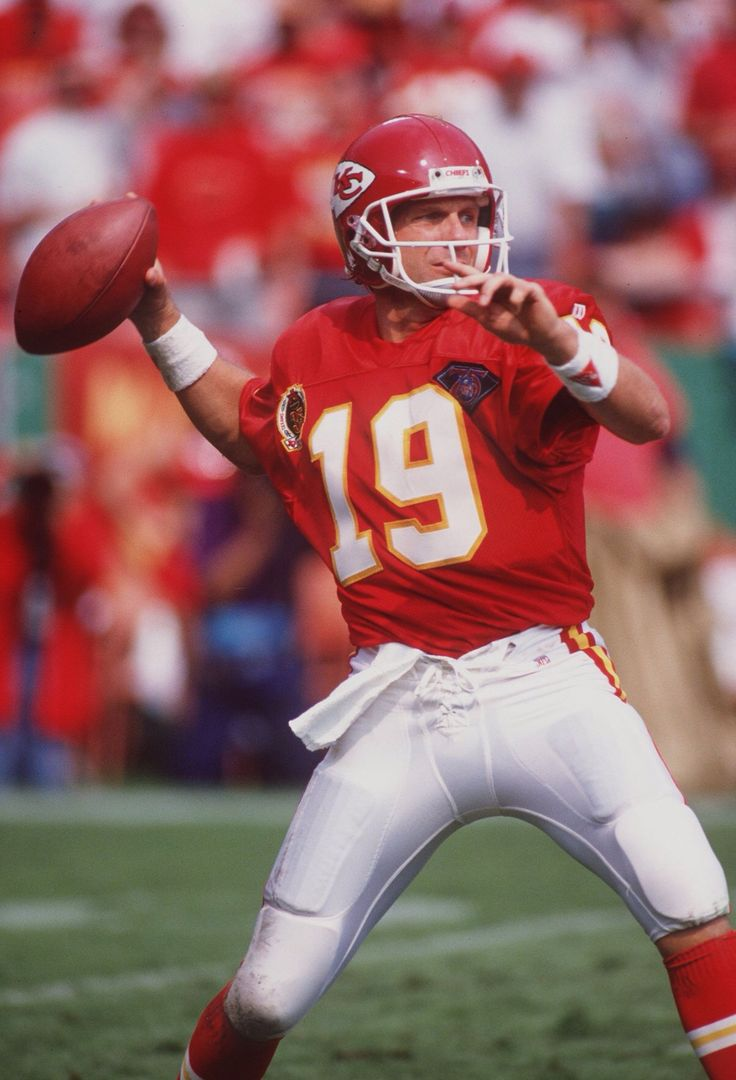 Joe Montana https://www.fanprint.com/licenses/kansas-city-chiefs?ref=5750