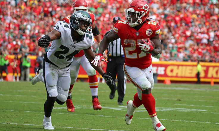 """Chiefs not concerned with Kareem Hunt's workload = Kansas City Chiefs head coach Andy Reid is not worried about overworking rookie running back Kareem Hunt, according to Terez A. Paylor of the Kansas City Star. """"No, I think we're OK with....."""