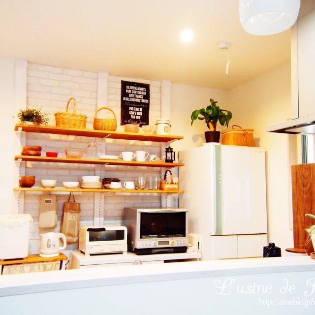 reikoさんの、棚受け,DIY,木工,ブログ更新しました,雑貨,観葉植物,ディアウォール,ハンドメイド,ナチュラル,壁紙本舗,キッチン,のお部屋写真