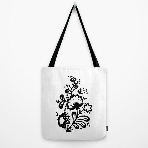 Borsa con stampa floreale in bianco e nero  shopping bag borsa di tela stampata tote ispirata dal sogno moderno di un film by LazyLittleLuckyGirl  #italiasmartteam #etsy