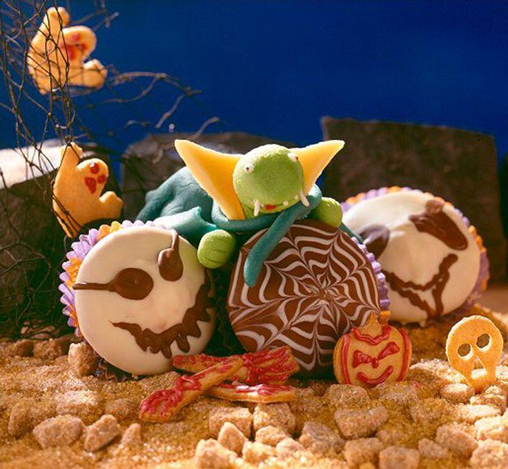 Schokoladige Muffins mit Orangensaft für Kinder und Halloween