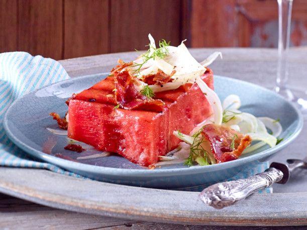 Unser beliebtes Rezept für Gegrillte Wassermelone mit Bacon und mehr als 55.000 weitere kostenlose Rezepte auf LECKER.de.