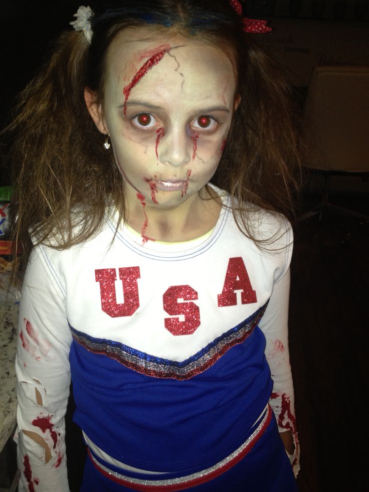 Easy zombie cheerleader costume, done in 20 min.