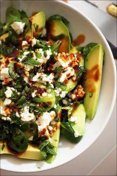 Salade d'avocat, mâche, roquette, feta, menthe fraîche Faire avec vinaigrette : huile d'olive et citron