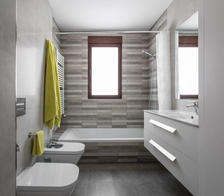 Busca imágenes de diseños de Baños estilo  de LLIBERÓS SALVADOR Arquitectos. Encuentra las mejores fotos para inspirarte y crear el hogar de tus sueños.