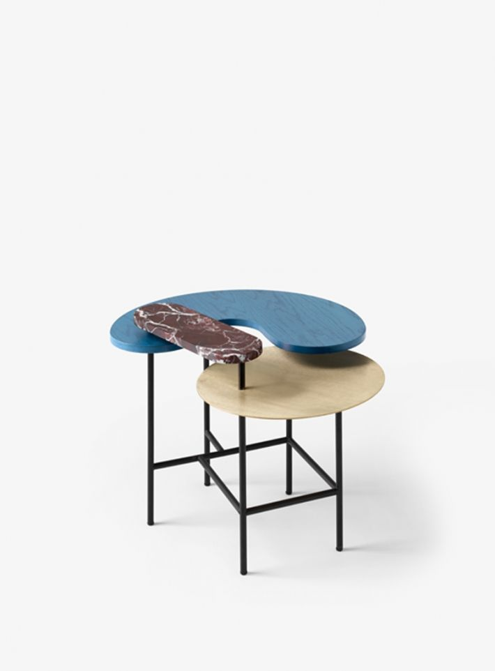Tavolino in marmo, legno & ottone. Side table in marble, wood & brass. Palette Table JH8 for Jaime Hayon for @&tradition #daccgold #daccblue #daccmarble