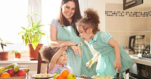 Διατροφική συμπεριφορά παιδιού: Τα 5 συχνά λάθη που κάνουν οι γονείς