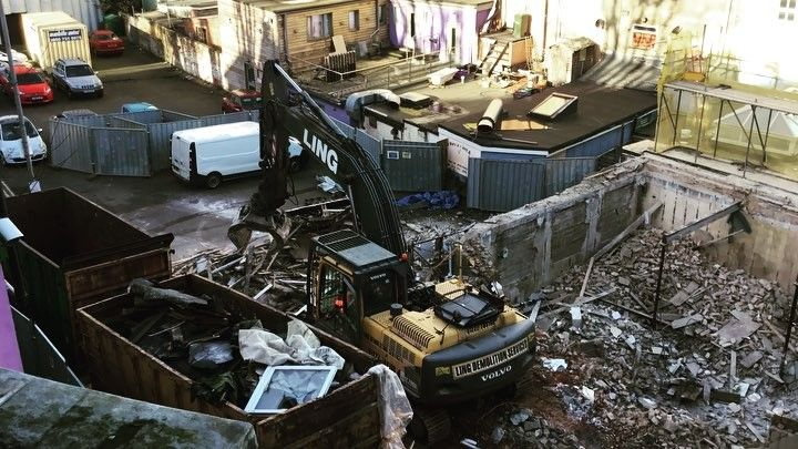 Cant keep my eyes of these guys; I wonder how that grabber does down at Dymchurch #demolition #exteriors #planthire #cleanup #caterpillar @volvo #creative #destruction #construction #folkestone #backdoor @maison_marine