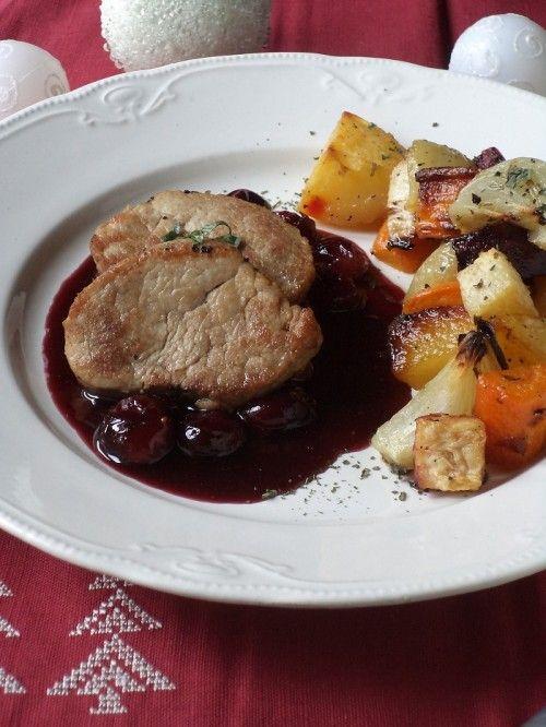 Szűzpecsenye vörösáfonya-mártással zöldségekkel recept