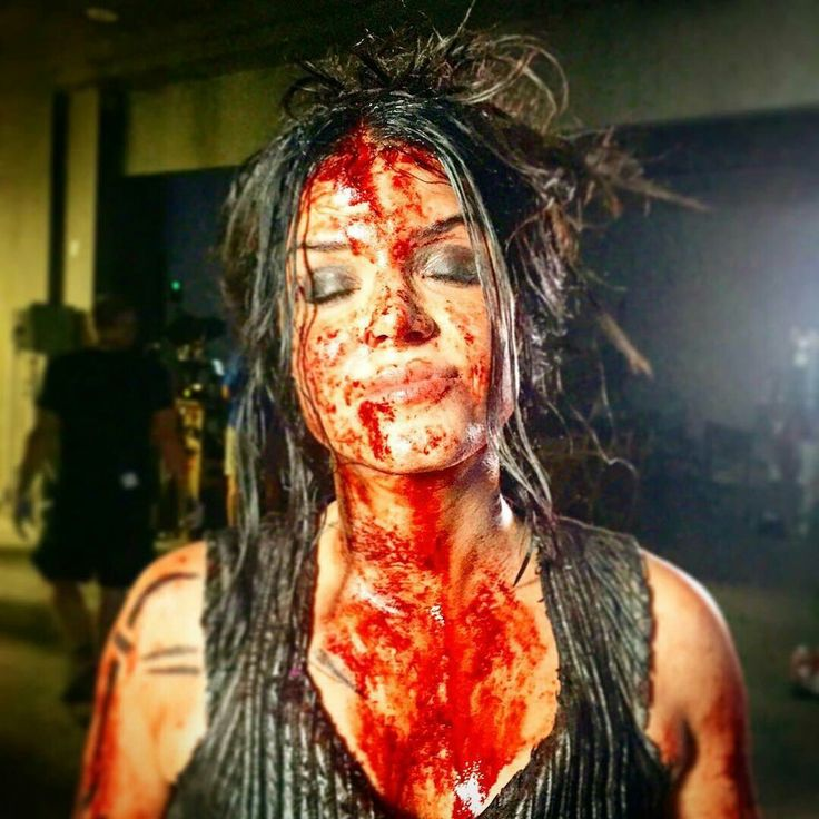 Marie Avgeropoulos as Octavia Blake on set of #the100S5 || I do not like the sight of all that blood on her... unless it's the blood of her enemies