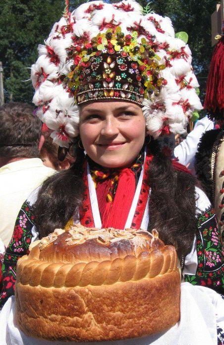 Eastern Europe | Portrait of a Hutsul bride wearing a traditional weddingdress and bridal headdress, Western Ukraine #wedding