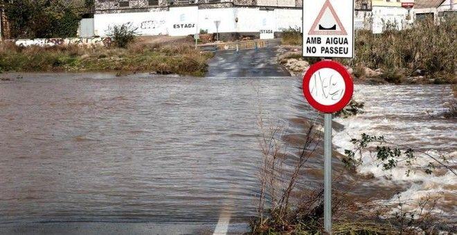 El temporal obliga a cortar carreteras en Valencia Murcia y Andalucía