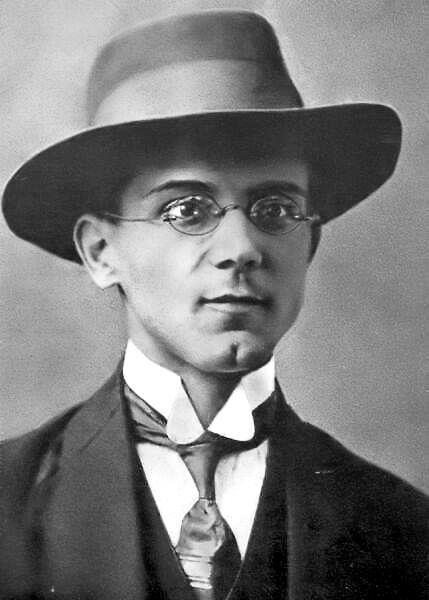 Ezen a napon született Tóth Árpád (Arad, 1886. április 14. – Budapest, Várnegyed, 1928. november 7.) költő, műfordító.