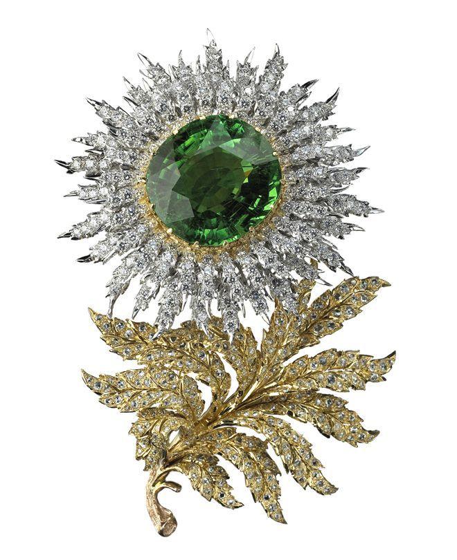 Spilla «Aster» con 186 diamanti taglio brillante (5,44 carati), 167 diamanti taglio rosetta (2,89 carati) e una tormalina centrale (64,18 carati) (Buccellati, Milano)