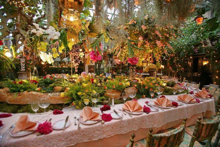 Цветочный рай: необычный ресторан Mas Provencal (Франция)   Цветы – одна из необходимых составляющих романтического ужина. Правда, тем, кто решит провести вечер в ресторане Mas Provencal, о букете можно не заботиться, так как цветов здесь в избытке. Уютный ресторан находится на окраине поселка Eze недалеко от Ниццы (юго-восток Франции). Заведение нетрудно перепутать с зимним садом, поскольку клумб здесь больше, чем столов.  Пожалуй, сложно отыскать еще одно место, интерьер которого напоминал…
