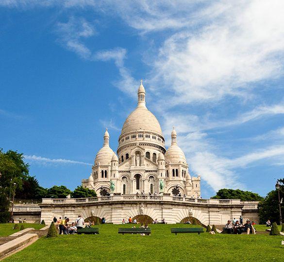 Le Square Louise Michel et le Sacré-Cœur de Montmartre