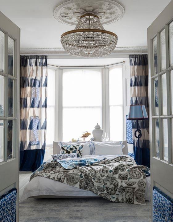 SOVEROM med stilige gardiner og nydelige dører inn.