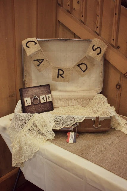 Rustic way to decorate your gift table / REJ Photography