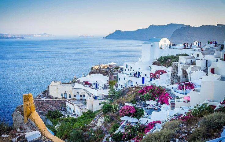 Espectacular paisaje de la #isla de #Santorini. #Oia. http://www.reservarhotel.com/grecia/hoteles-en-oia-1/ #Grecia #reservarhotel #hotelensantorini #islasgriegas