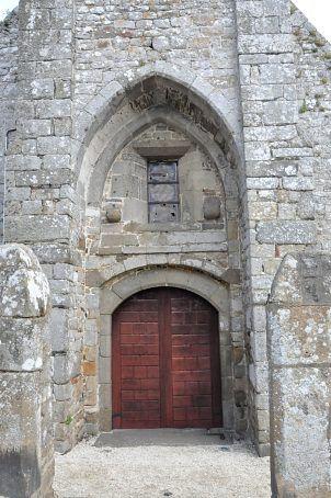 'église Saint-Pierre à Dol Portail occidental de l'église Saint-Pierre (XIIe siècle)