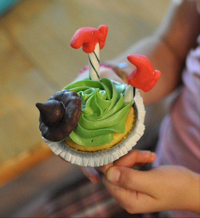 Cupcakes inspired by the Wizard of Oz and the musical Wicked. They're perfect halloween cupcakes!