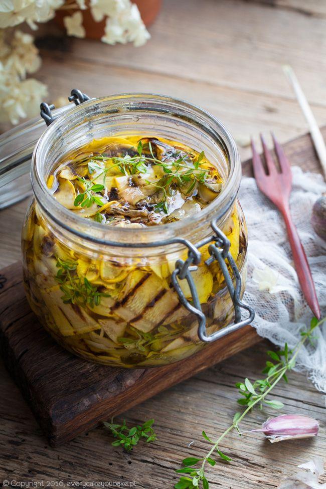 Grilowana cukinia marynowana w oliwie