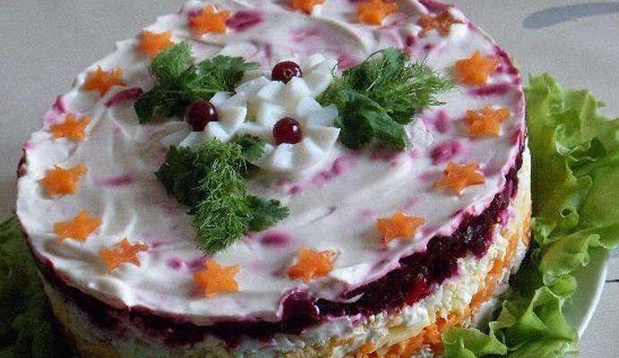 Салат с мясом и свеклой слоями