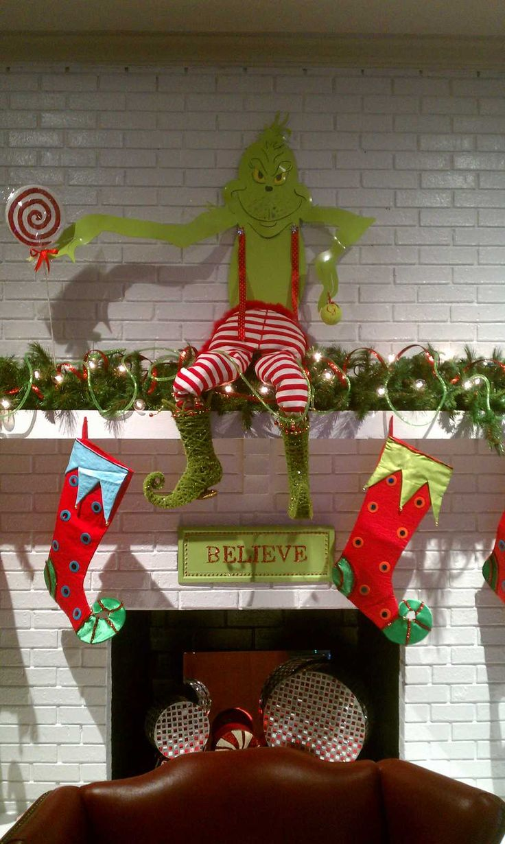 Diy grinch christmas decorations - Grinch Christmas Mantle