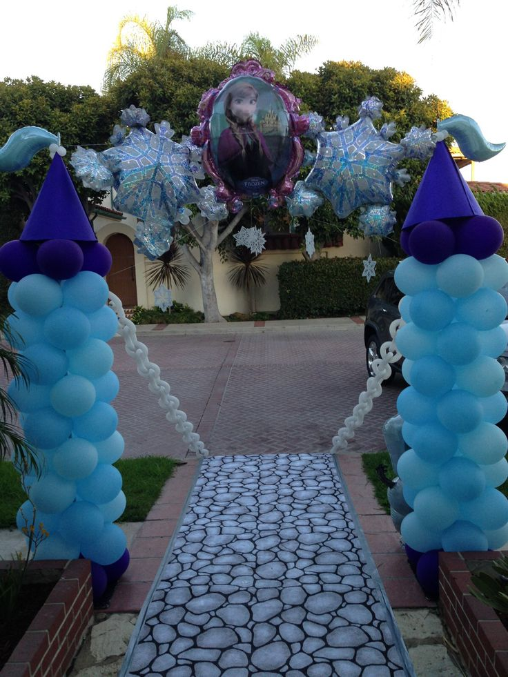 Frozen balloon castle entrance..Frozen columnas de globos..