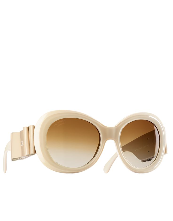 Chanel Sunglasses 2014 - http://www.chanel.com/en_GB/fashion/products/eyewear/g/s.oversized-round-sunglasses-with.0V.A71038X02121S2819.sun.lat.html