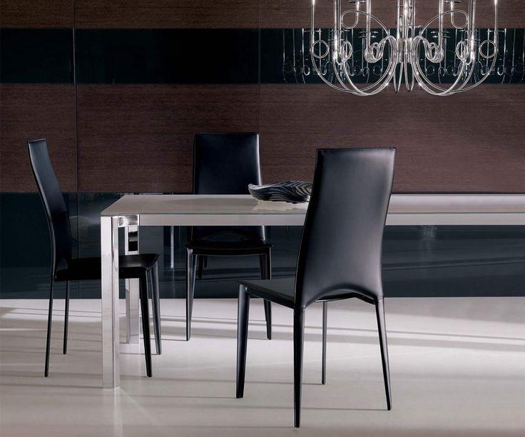 Vivalta ist ein eleganter Esszimmerstuhl aus italienischem Glattleder von Ozzio.  #Stuhl #Stühle #chair #Esszimmer #diningroom #furniture #interior #Leder #modern #minimalistisch #einrichten #Luxus #luxury