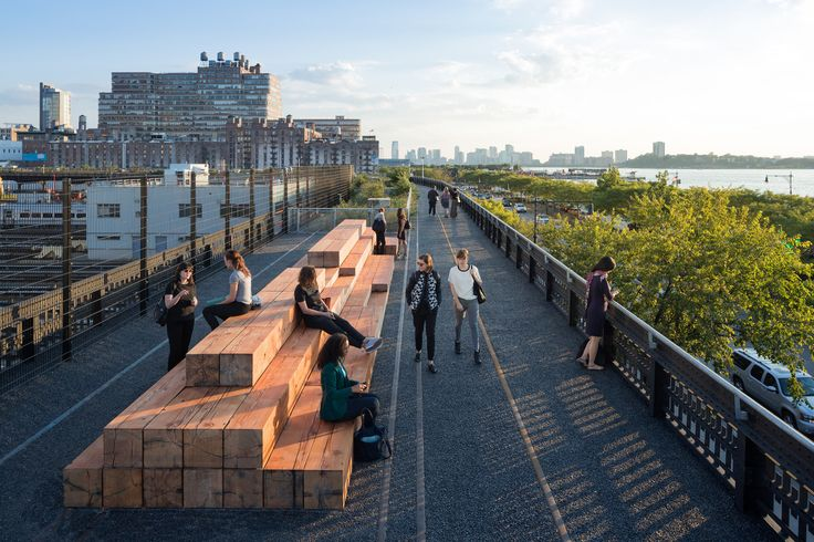 Take a Walk on the High Line with Iwan Baan,Seating along the Interim Walkway, near West 33rd Street and 12th Avenue. Image © Iwan Baan, 2014 (Section 3)