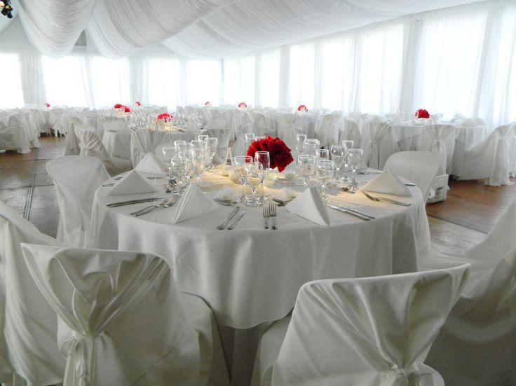 Tenemos el mejor servicio de vajilla para tu fiesta, poseemos un amplio stock en cristalería, porcelana, manteleria, mesas y sillas entre otros.