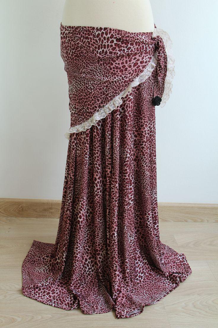 FALDA-PANTALÓN LEOPARDO -  Falda-pantalón de viscosa con estampado de leopardo rosa. Tiene mucha caída y las patas son muy anchas. Precio: € 45 El Pañuelo leopardo rosa va por separado