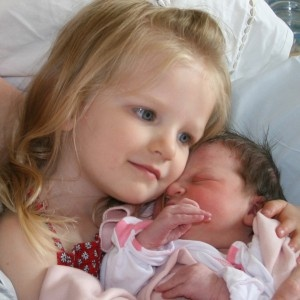 5 tips for a positive first meeting between a big sib and his/her new baby brother or sister