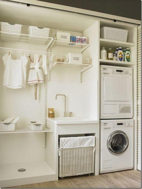 angolo lavanderia dentro l'armadio