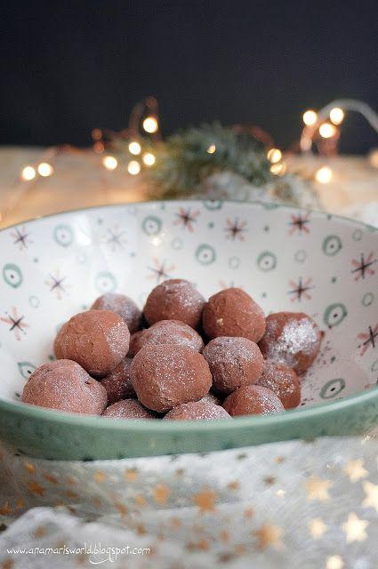 """Kartofelki marcepanowe... przepis dość prosty, trzeba uformować masę marcepanową w """"kartofelki""""... ;)  Ale jak pięknie podane! #mojpieknystol"""