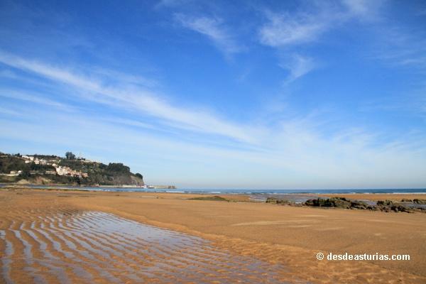 Playa de la Griega Colunga. Playas Asturias. [Más info] http://www.desdeasturias.com/playas-de-caravia-y-colunga/