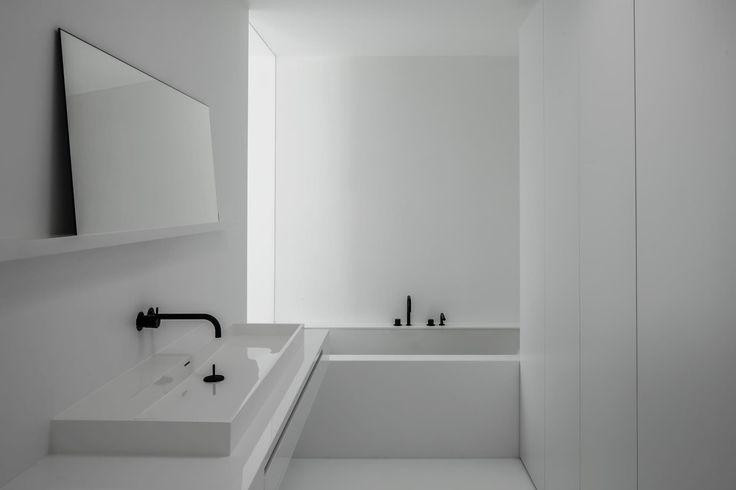 bathroom vola-black and white - arch Francisca Hautekeete - photo Cafeine.be