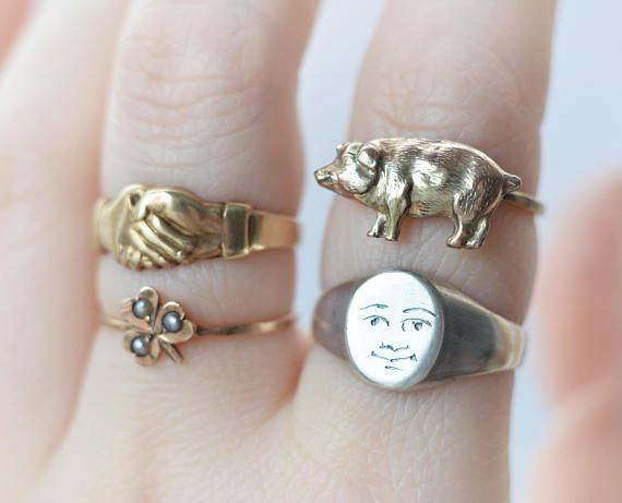 This is a vintage sterling silver signet ring with a cute smiling face. Man of the Moon - Buddha. A minimalist vintage signet ring has been polished and engraved with a happy face on the front. Given a new life, it is ready to be worn again and bring a smile to your face! A very rare and