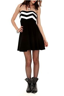 Dresses Hot Topic!: Dresses Hot, Black And White, Black White, Chevron Tube, White Chevron, Hot Topic Dresses, Black Tights, Tube Dresses, Gowns Wedding