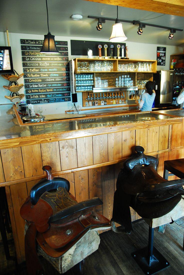 Trop original les selles comme sièges à la microbrasserie À la fût de St-Tite ! http://blogue.tourismemauricie.com/agrotourisme/amateurs-de-bieres-decouvrez-les-microbrasseries-de-la-mauricie.html