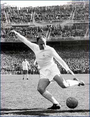 Alfredo Di Stéfano nació en Buenos Aires,1926.Futbolista y entrenador de fútbol, actualmente presidente de honor del Real Madrid. Participó en el seleccionado nacional también representó a España dado que obtuvo ciudadanía española.Está entre los 5 mejores jugadores de todos lo tiempos sugun el ranking FIFA, (Pelé, Franz Beckenbauer, Maradona y Johan Cruyff.
