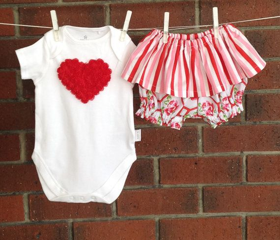 Baby girl outfits for XMAS  red bloomers and by TwoBlackRabbits
