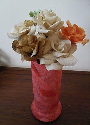 Ateliê Carol Hepe: Arranjo com rosas feitas com filtro de café usado